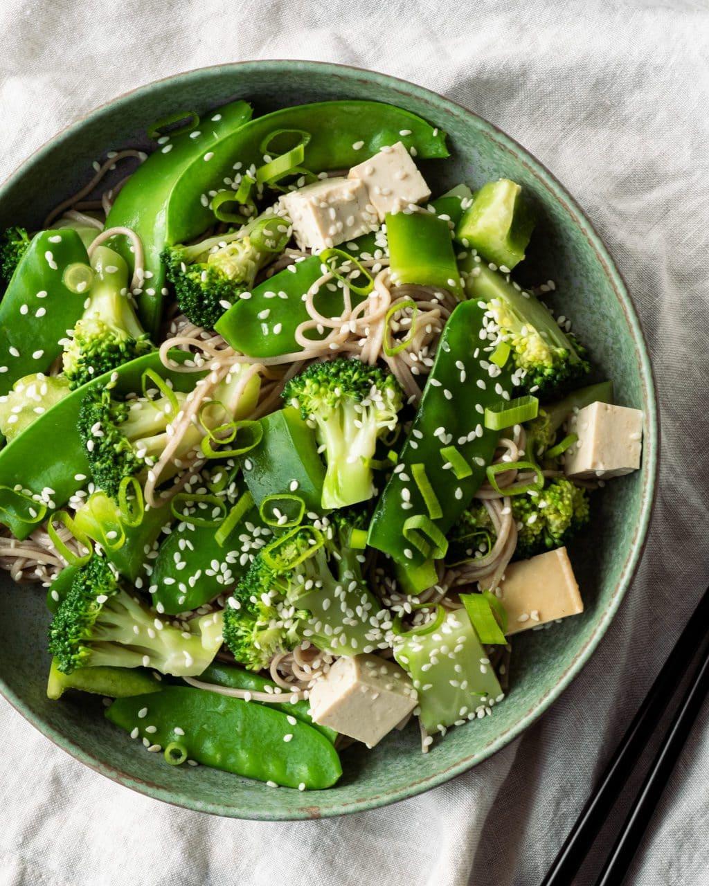 soba noodle salad green plate
